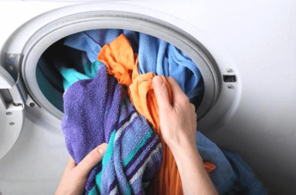 lý do không nên giặt quá tải