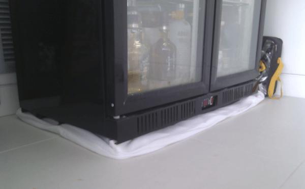 tủ lạnh toshiba bị chảy nước do đâu